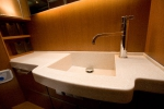 Столешница из искуственного камня для ванной комнаты